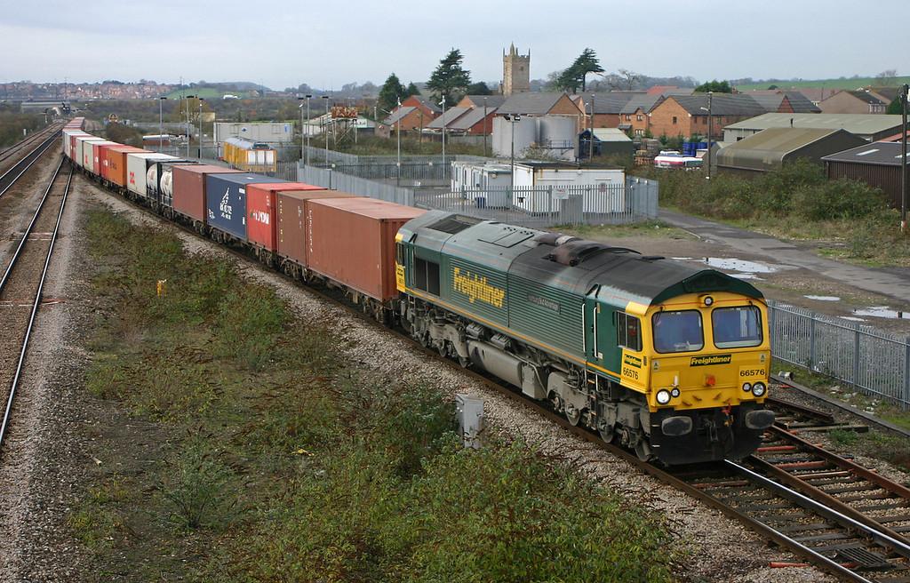 66576, 10.08 Cardiff Wentloog-Southampton, Severn Tunnel Junction, 27-11-04.