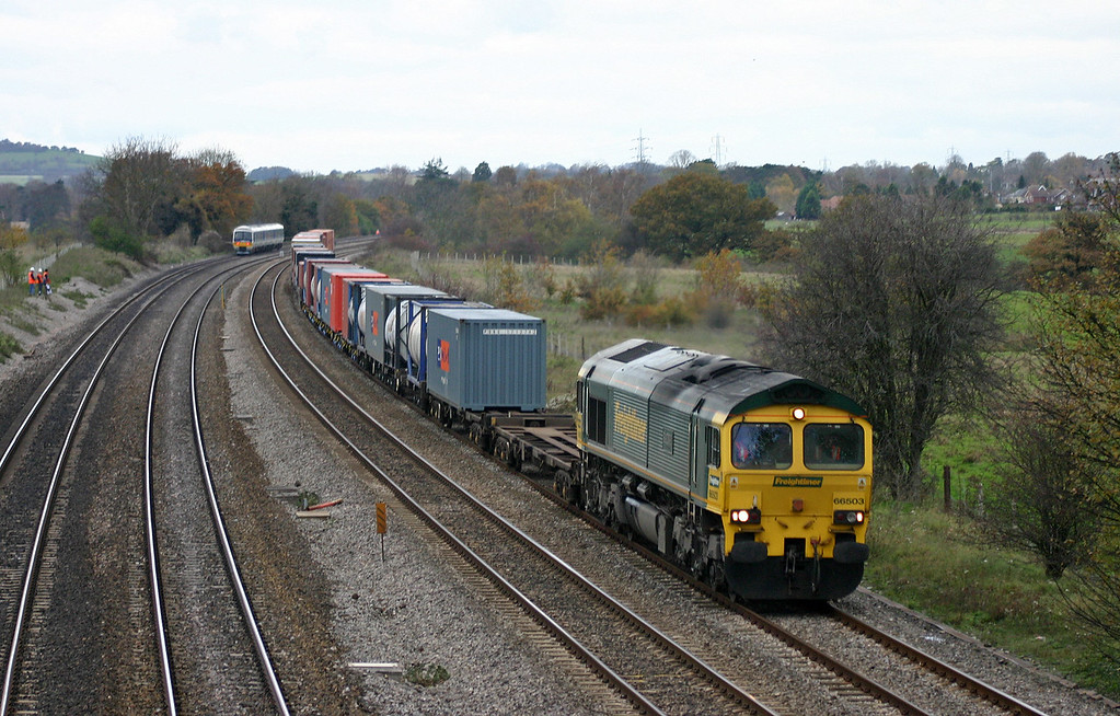 66503, Leeds-Southampton (?),  Lower Basildon, near Pangbourne, 15-11-04.