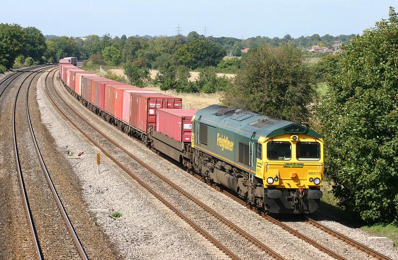 66573, 05.44 Leeds-Southampton, Lower Basildon, near Pangbourne, 4-9-04.