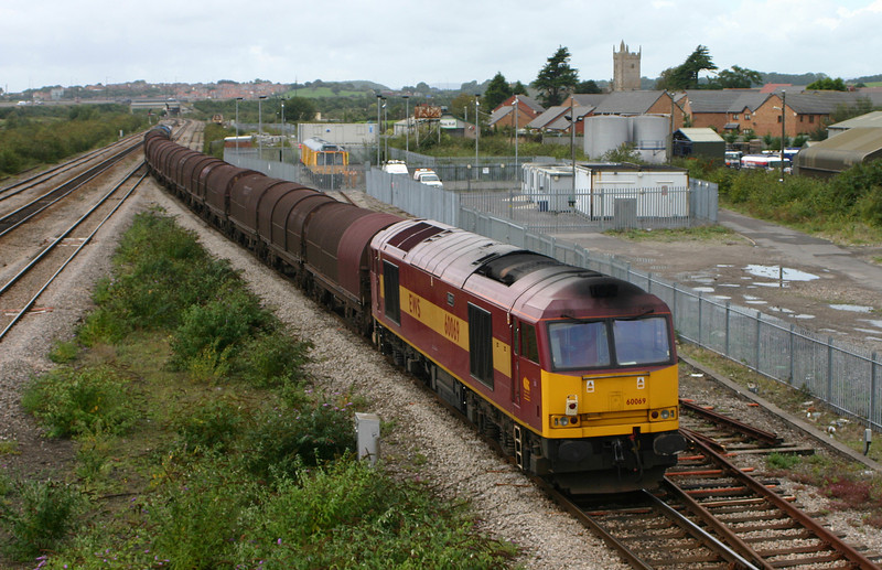 66213, departing on Llanwern steel drag with 60069, Severn Tunnel Junction, 18-9-04.