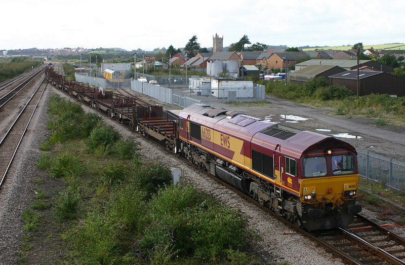 66213/60069, top'n'tail, arrive, Severn Tunnel Junction, 18-9-04, on Llanwern steel drag.