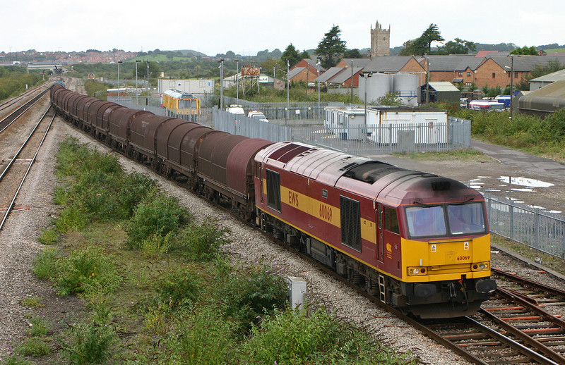 60069, steel, to reverse, Severn Tunnel Junction, 18-4-09.