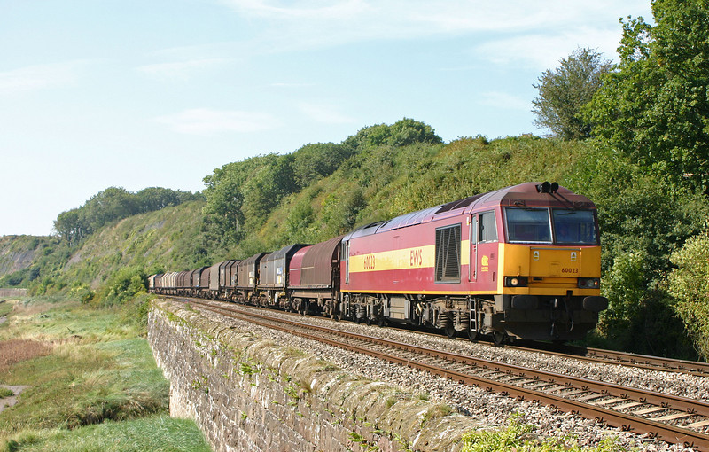 60023, 10.40 Llanwern-Round Oak, Gatcombe, near Lydney, 9-9-04.