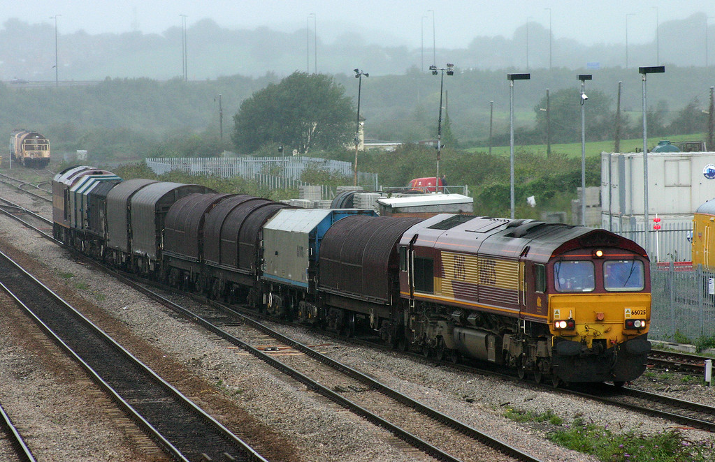 66025/60023, Llanwern steel drags, Severn Tunnel Junction, 18-9-04.