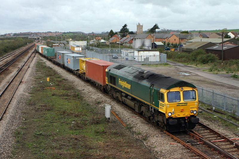 66571, 10.03 Cardiff Wentloog-Southampton Millbrook, Severn Tunnel Junction, 5-4-05.