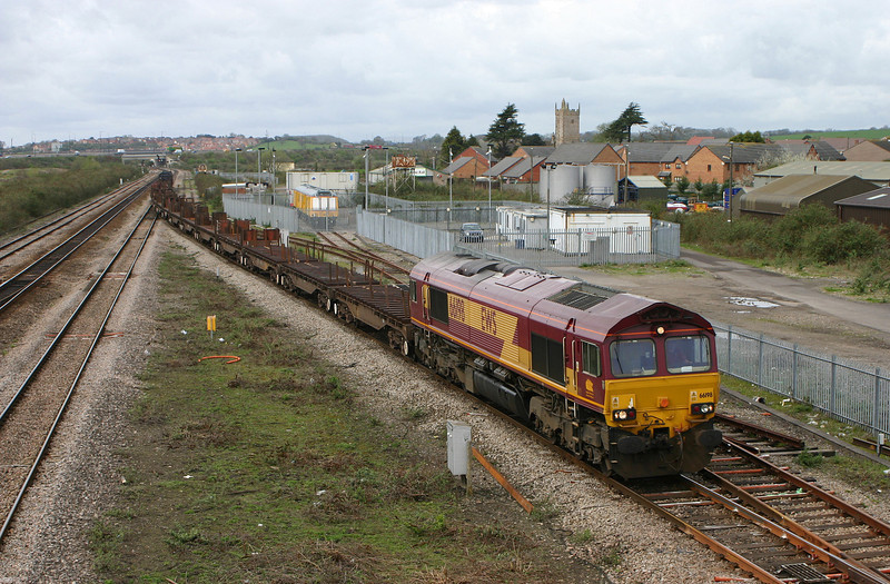 66198, 11.14 Llanwern-Lackenby, Severn Tunnel Junction, 5-4-05; looped on up main.