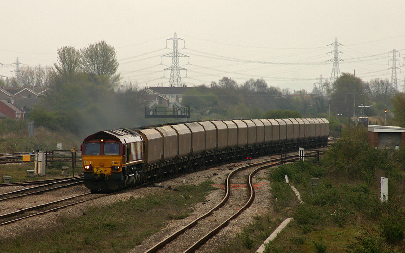 66062, southbound coal empties, Severn Tunnel Junction, 11-4-05.