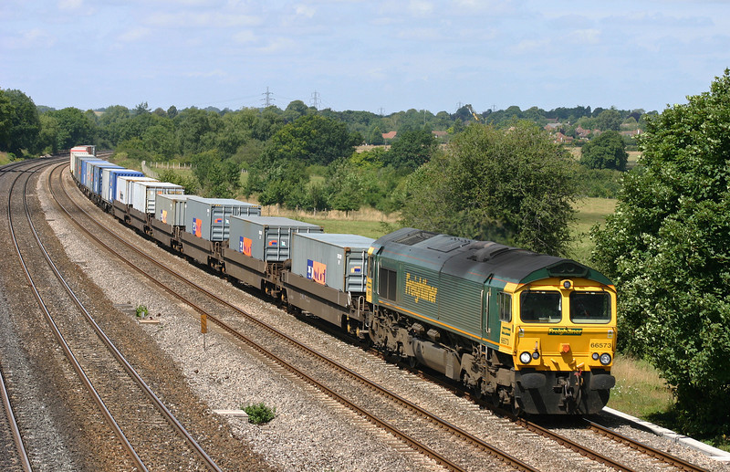66573, 05.53 Leeds-Southampton, Lower Basildon, near Pangbourne, 4-8-05.