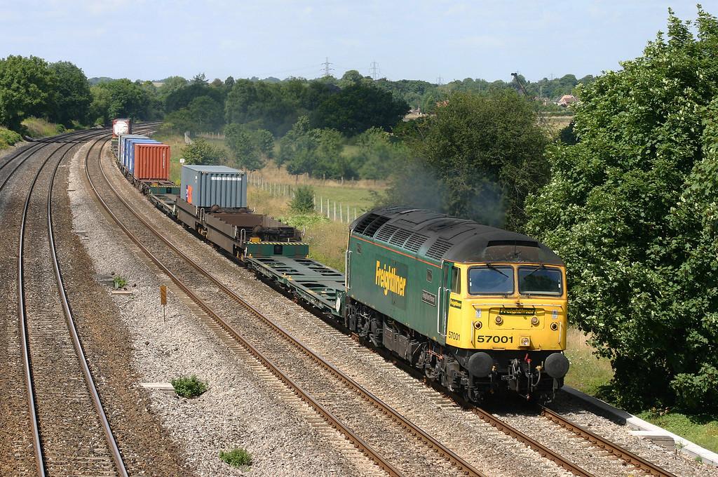 57001, 10.03 Cardiff Wentloog-Southampton Millbrook, Lower Basildon, near Pangbourne, 4-8-05.