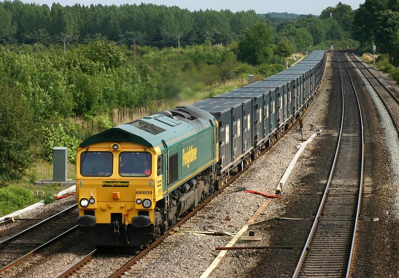 66609, 13.10 Dagenham-Calvert, Lower Basildon, near Pangbourne, 4-8-05.
