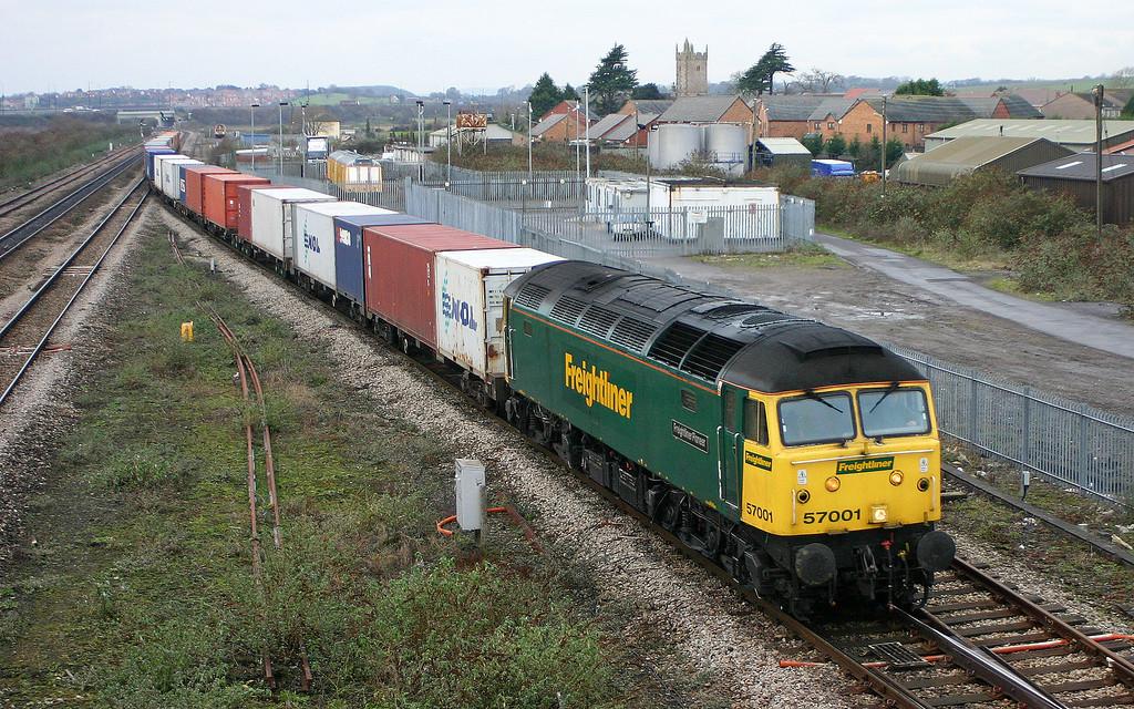 57001, 10.03 Cardiff Wentloog-Southampton Millbrook, Severn Tunnel Junction, 22-12-05.