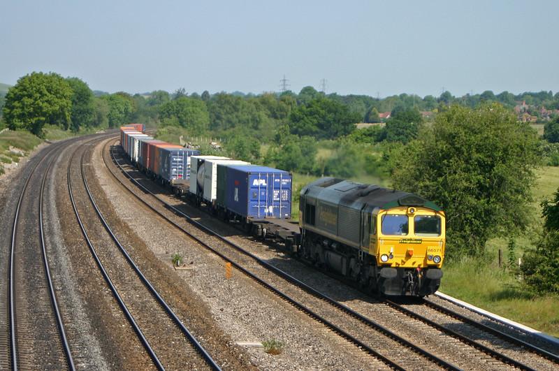 66571, 04.35 Garston-Southampton, Lower Basildon, near Pangbourne, 9-6-05.