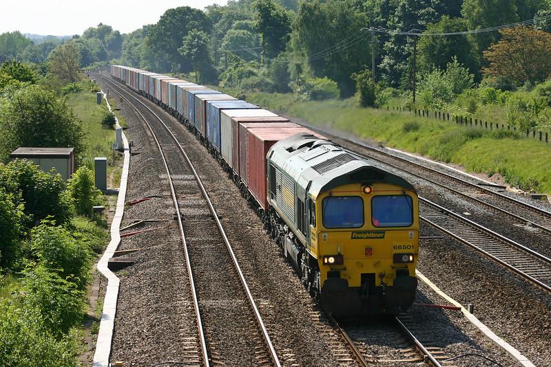 66501, 09.01 Southampton Millbrook-Leeds, Lower Basildon, near Pangbourne, 9-6-05.