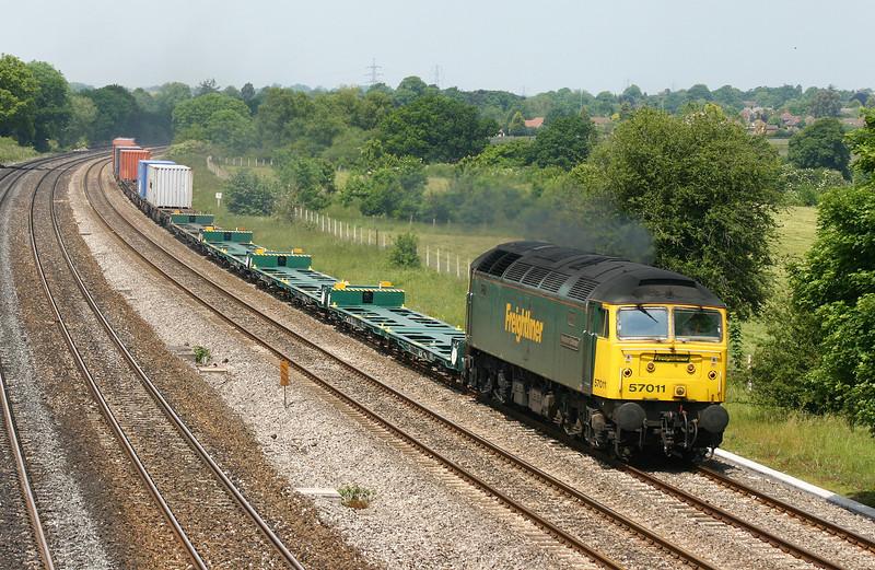 57011, 10.03 Cardiff Wentloog-Southampton Millbrook, Lower Basildon, near Pangbourne, 9-6-05.
