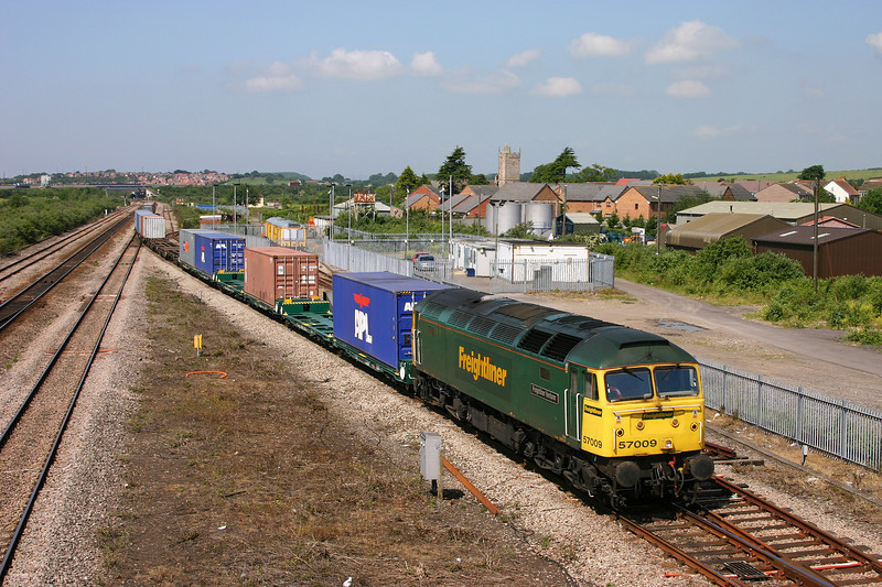 57009, 10.03 Cardiff Wentloog-Southampton Millbrook, Severn Tunnel Junction, 8-6-05.