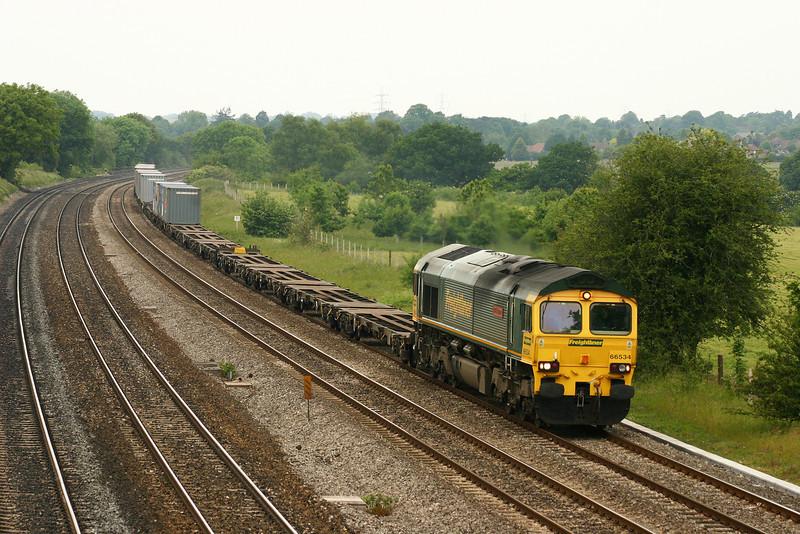 66534, 05,24 Trafford Park-Southampton, Lower Basildon, near Pangbourne, 9-6-05.