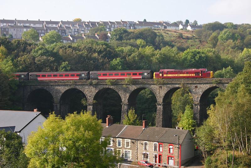 37419, 10.59 Cardiff Central-Rhymney, Bargoed, 15-10-05.