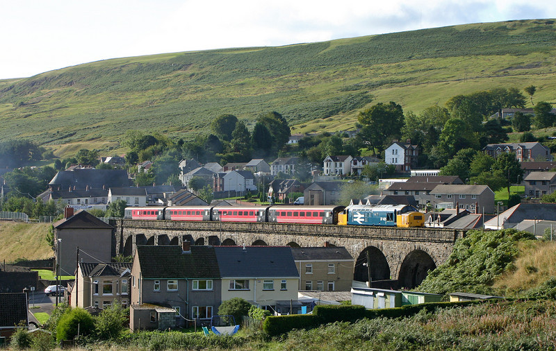 37425, 08.59 Cardiff-Rhymney, Pontlottyn, near Rhymney, 17-9-05.