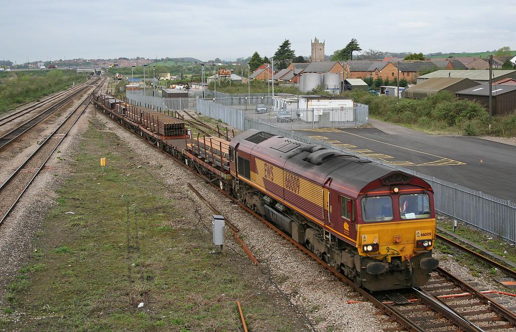 66009, 09.11 Newport Alexandra Dock Junction-Bristol East Depot, Severn Tunnel Junction, 27-4-06.