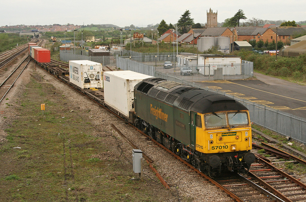 57010, 10.02 Cardiff Wentloog-Southampton, Severn Tunnel Junction, 27-4-06.