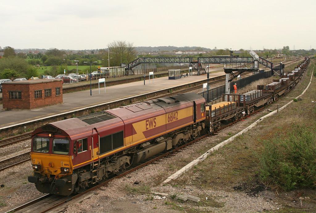 66142, 00.50 Lackenby-Llanwern, Severn Tunnel Junction, 27-4-06.
