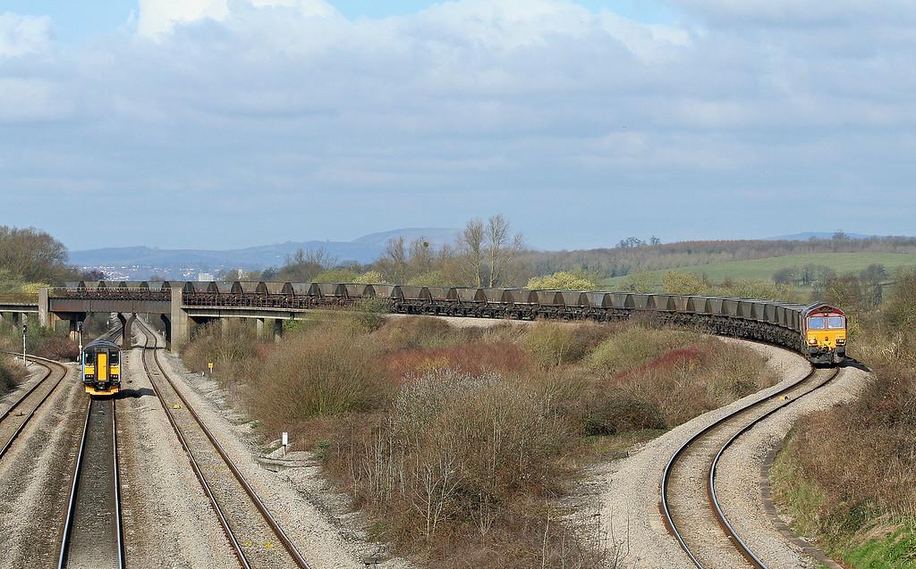 66182, 08.47 Newport East Usk Yard-Portbury, Llandevenny, near Llanwern, 4-4-06.