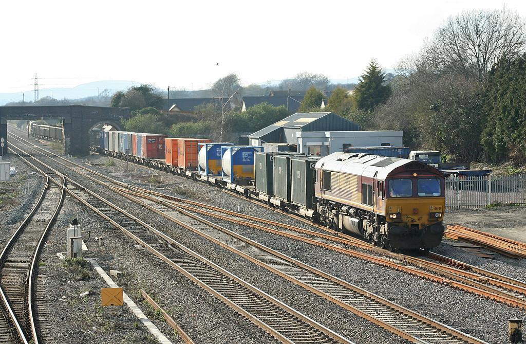 66149, 16.39 Newport Alexandra Dock Junction-Wembley, Magor, 4-4-06.