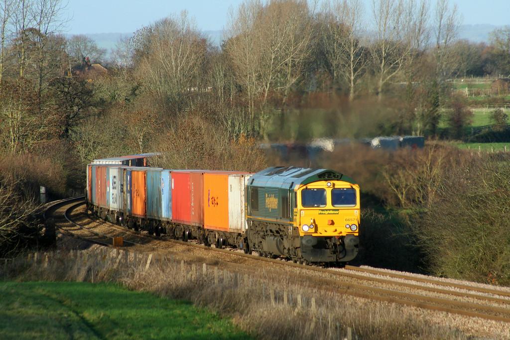 66571, 04.56 Leeds-Southampton, Upton Scudamore, near Westbury, 2-12-06.