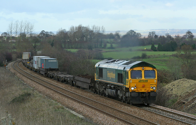 66574, 01.35 Ditton-Southampton, Upton Scudamore, near Westbury, 9-12-06.