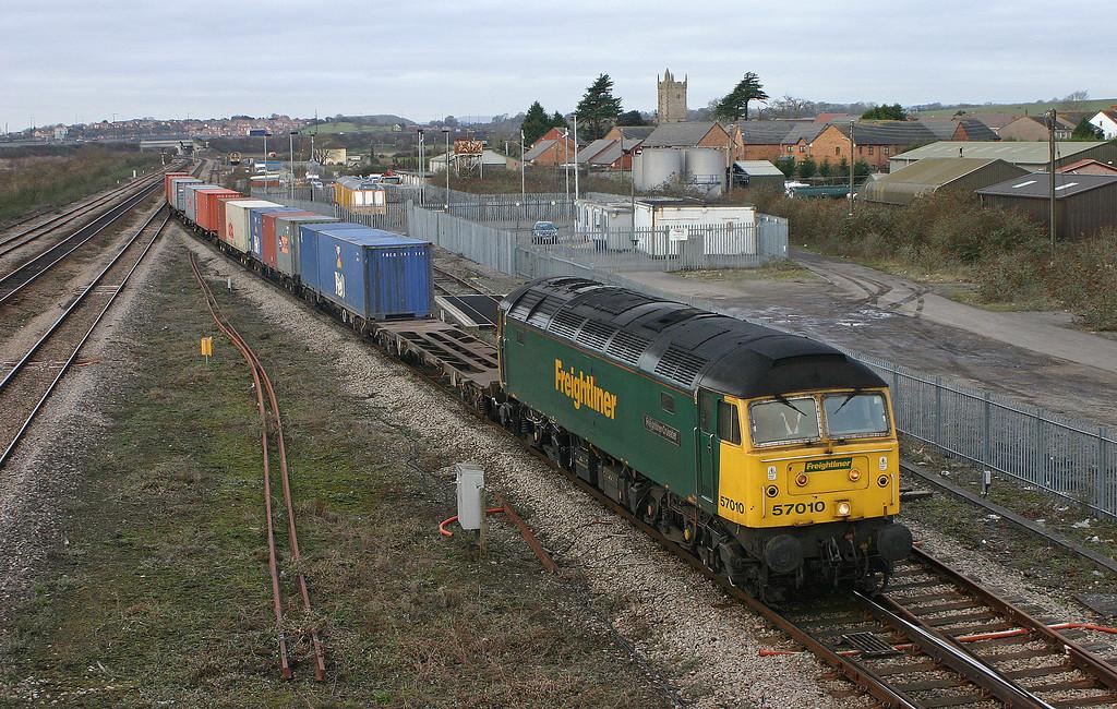 57010, 10.03 Cardiff Wentloog-Southampton, Severn Tunnel Junction, 26-1-06.