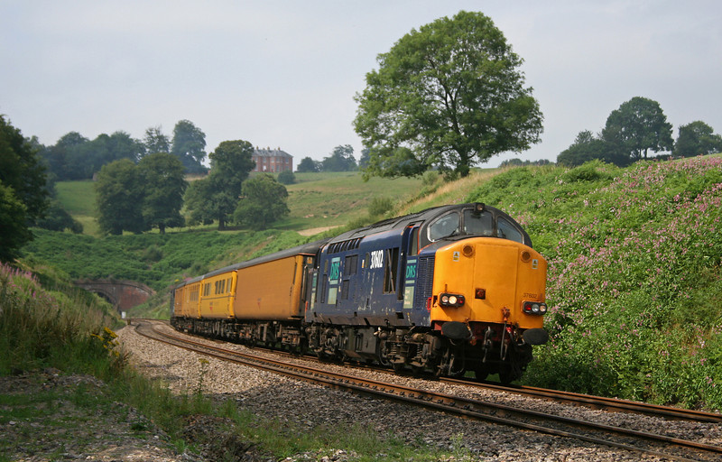 37602/37606, 10.15 Plymouth-Paddington, Marlands, near Wellington, 21-7-06.