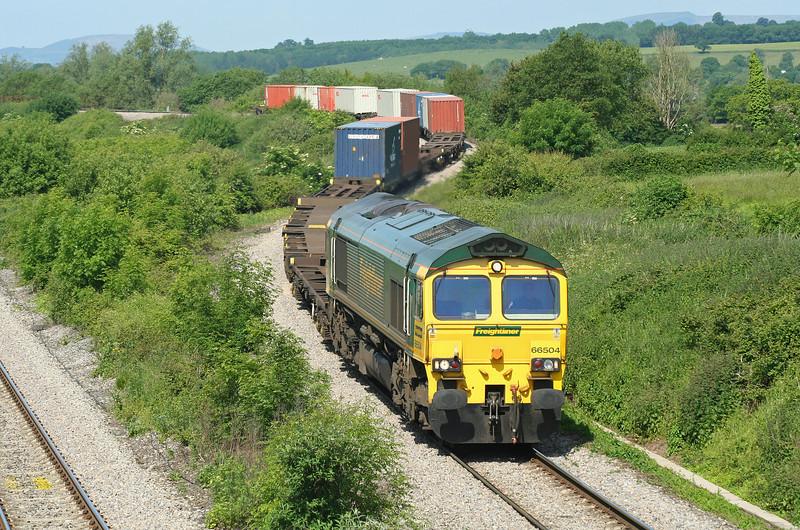 66504, 10.02 Cardiff Wentloog-Southampton, Llandevenny, near Llanwern, 5-6-06.