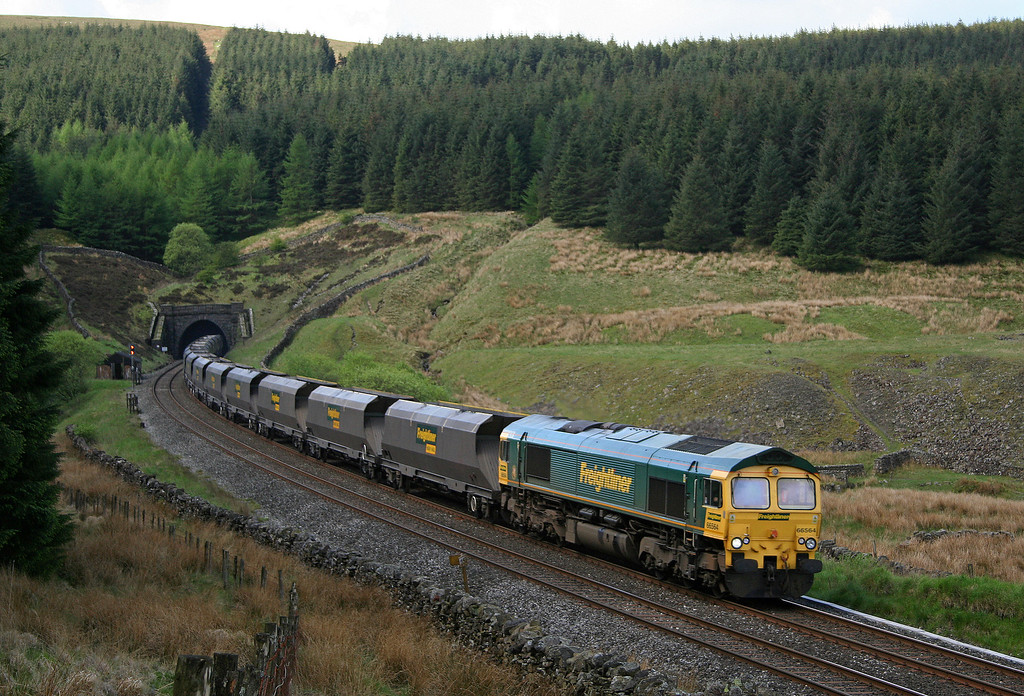 66564, 07.31 Drax-Killoch/Hunterston, Blea Moor Tunnel, 23-5-06.