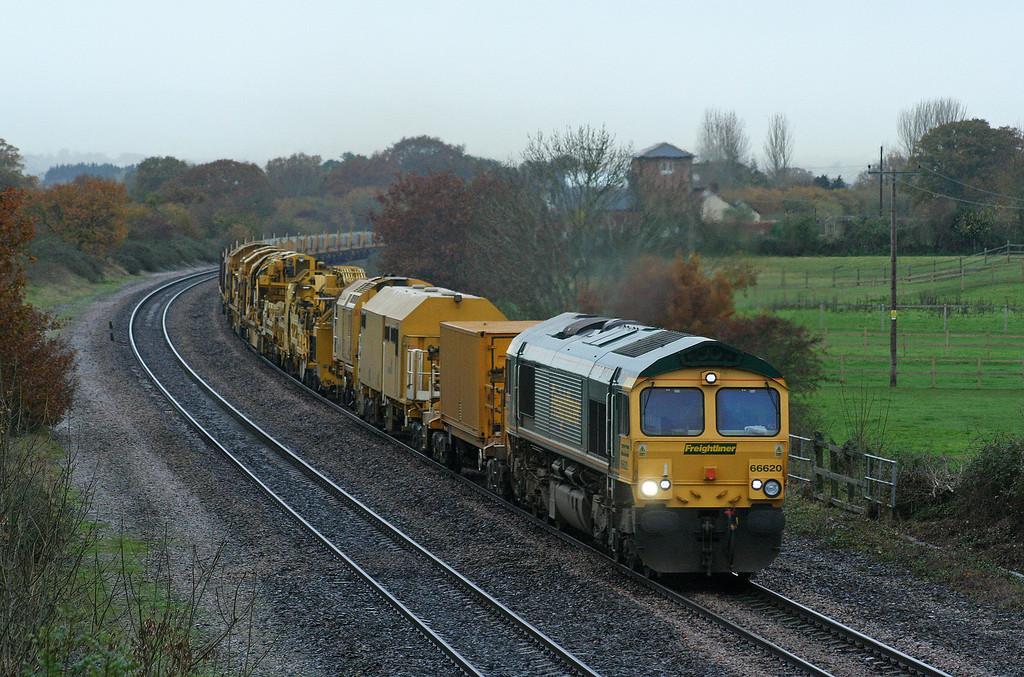 66620/66619, top'n'tail 09.23 Taunton  Fairwater Yard-Westbury Yard, Cogload, 22-11-06.