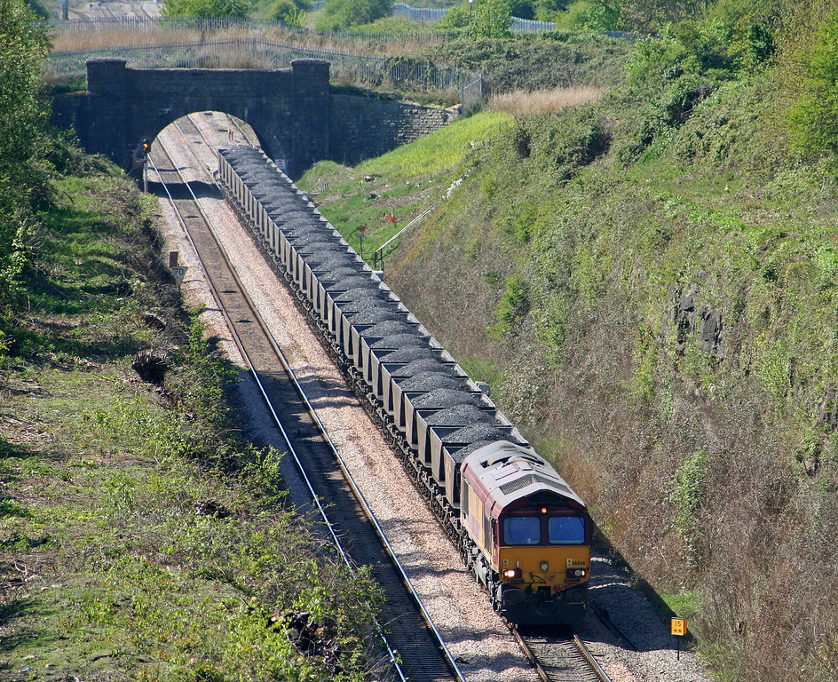 66046, 10.13 Parc Slip-Westbury Cement Works, approaching Severn Tunnel,  from Caldicot, 19-4-07.