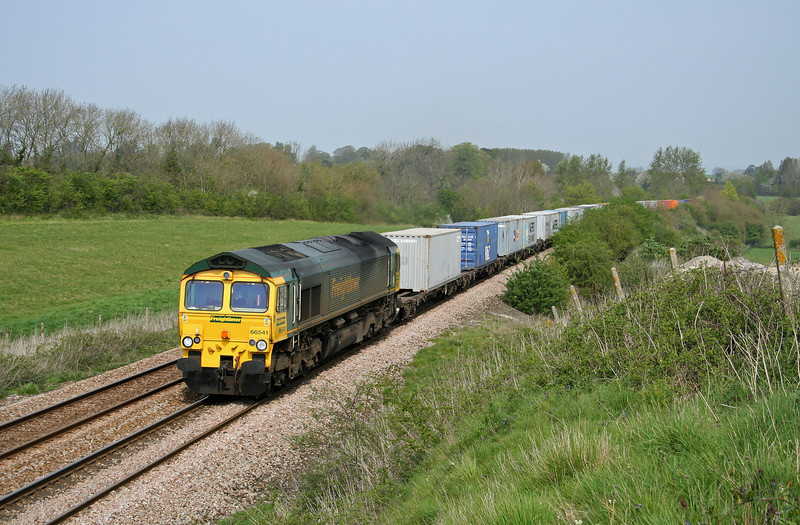 66541, 04.33 Garston-Southampton, Upton Scudamore, near Westbury, 21-4-07.