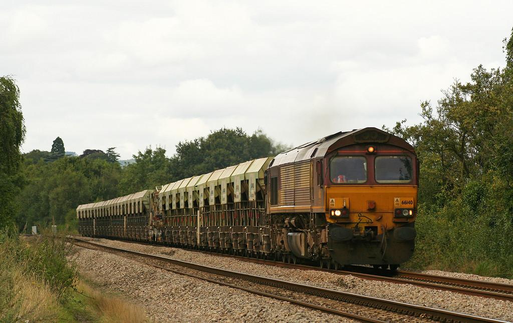 66140, 10.26 Banbury-Cardiff Docks, Bullo Pill, near Newnham, Gloucestershire, 16-8-07.