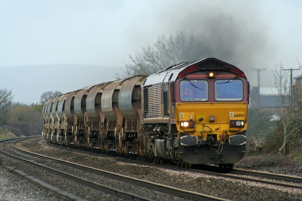 66055/66067, top'n'tail up departmental, Cogload Junction, 22-2-07.