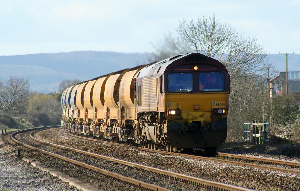 66066/66218, top'n'tail up departmental, Cogload Junction, 21-2-07.