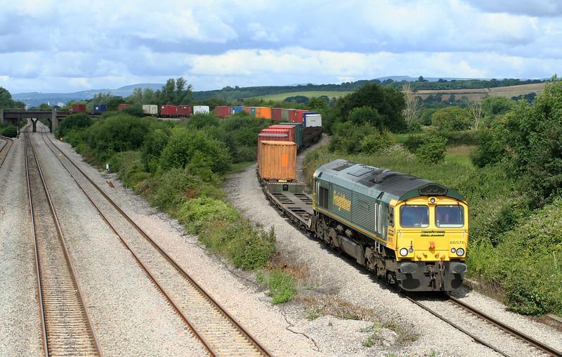 66576, 10.02 Cardiff Wentloog-Southampton Millbrook, Llandevenny, near Llanwern, 10-7-07.