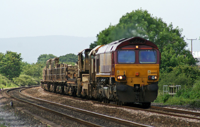 66002/66142, top'n'tail 06.45 Burngullow Junction-Westbury Yard, Cogload Junction, 20-6-07.