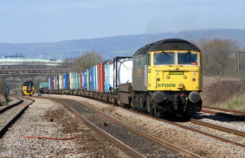 57009, 10.02 Cardiff Wentloog-Southampton Millbrook, Pilning, 16-3-07. 158769, westbound.