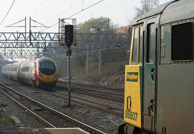 86607/86627, 08.49 Felixstowe-Crewe, Tamworth Low Level, 27-3-07.