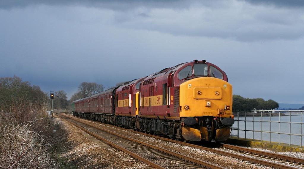 37410/37406, 16.04 Exeter St David's-Plymouth, Powderham, near Starcross, 29-3-07. Past Time Rail's Cornish and Devon Branchline Steam Week.