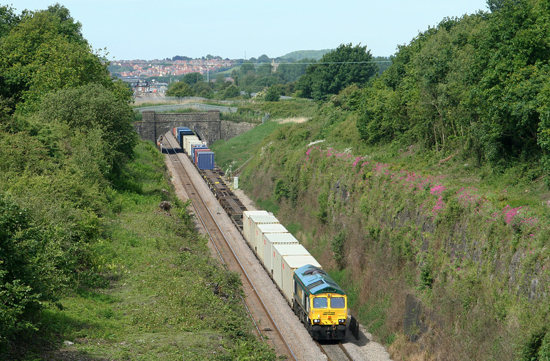 66587, 10.02 Cardiff Wentloog-Southampton Millbrook, approaching the Severn Tunnel, from Caldicot, 22-5-07.