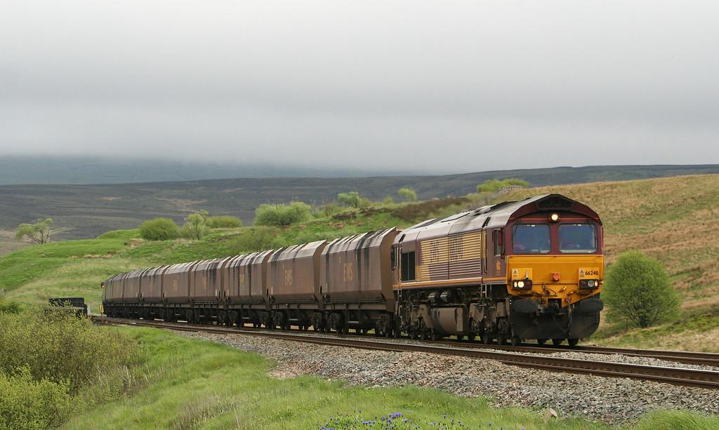 66240, 15.04 Milford Sidings-New Cumnock, Grisedale Crossing, near Garsdale, 17-5-07.