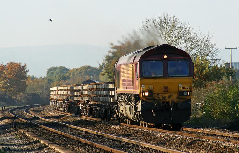 66200/66068, top'n'tail, Westbury-bound departmental, Cogload Junction, 2-11-07.