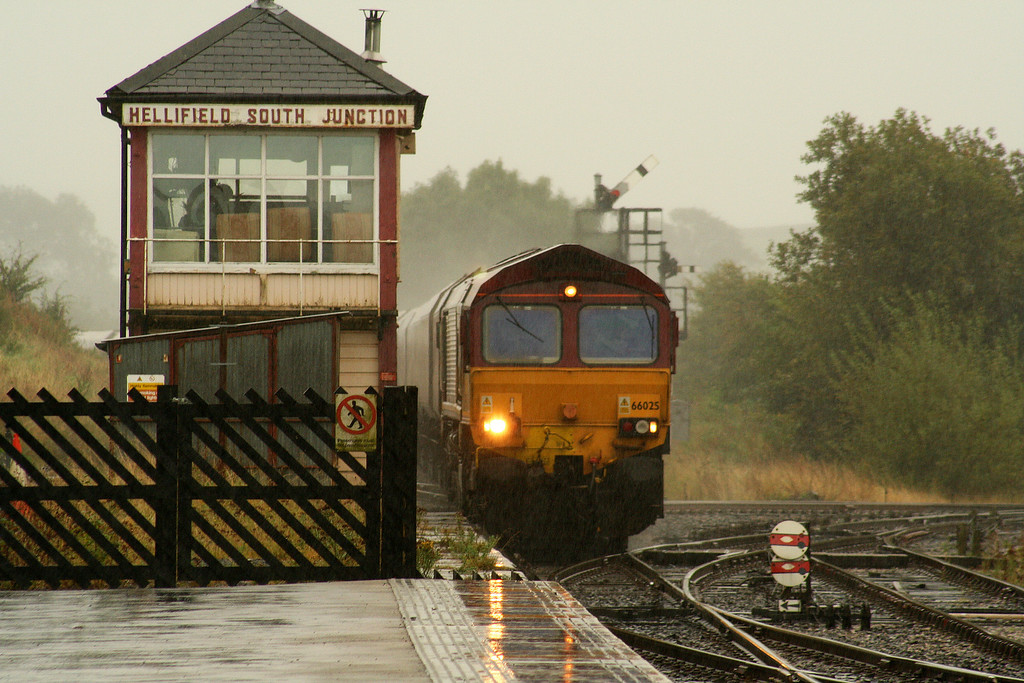 66025, 12.52 Milford Sidings-Ayr, Hellifield, 19-9-07, in S&C downpour.