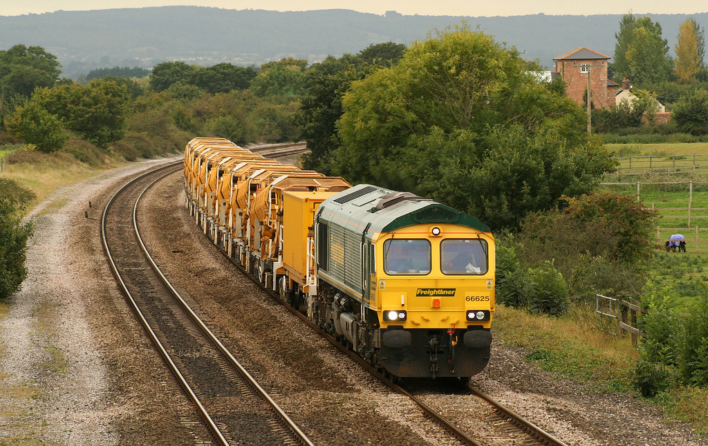 66625, 09.09 Taunton Fairwater Yard-Westbury Virtual Quarry, via Bristol and Bath, Cogload Junction, 26-9-07. Berks and Hants line closed.