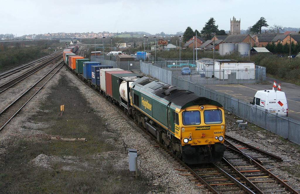66567, 10.02 Cardiff Wentloog-Southampton Millbrook, Severn Tunnel Junction, 27-2-08.